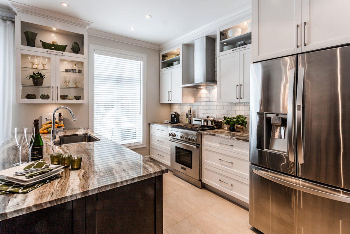 Armoires de cuisine de salle de bain sur mesure armodec for Armoire pour cuisine