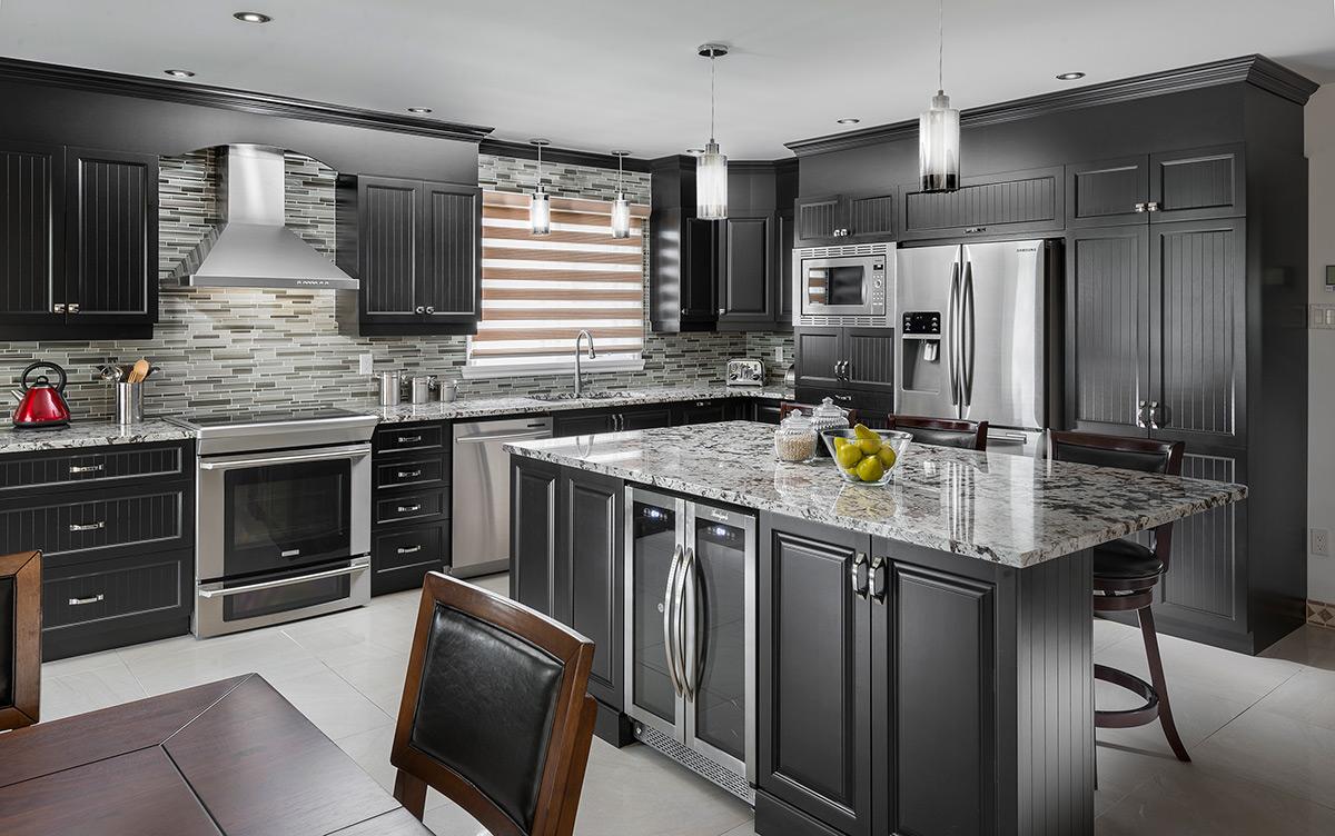 cuisine classique en bois et comptoirs en granit laval montr al. Black Bedroom Furniture Sets. Home Design Ideas