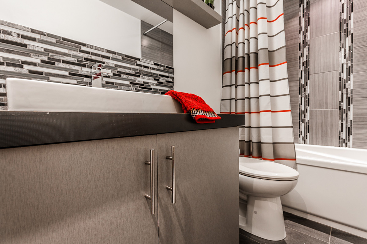 Salle de bain Moderne en gris | Armodec Salle de bain Laval