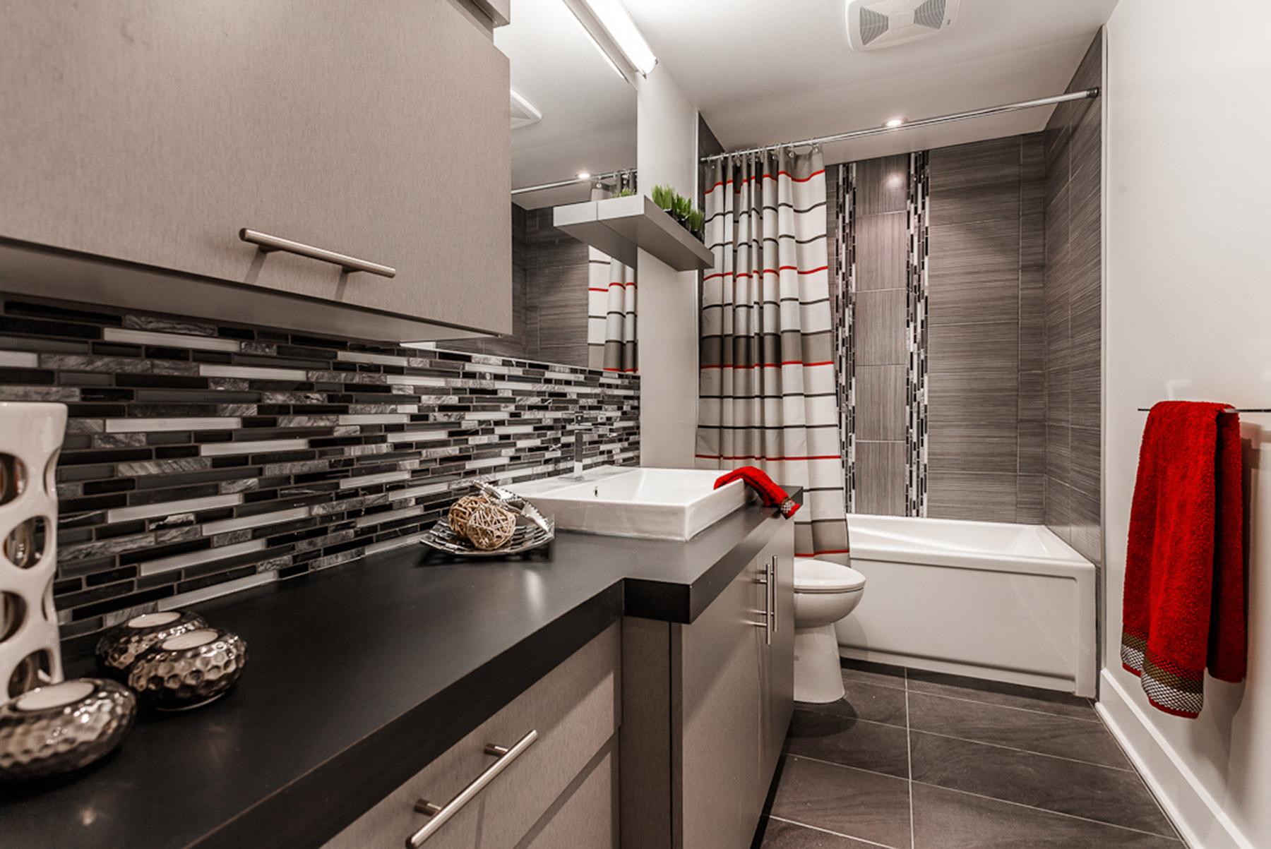 Salle de bain moderne en gris armodec salle de bain laval - Salle de bain orthographe ...