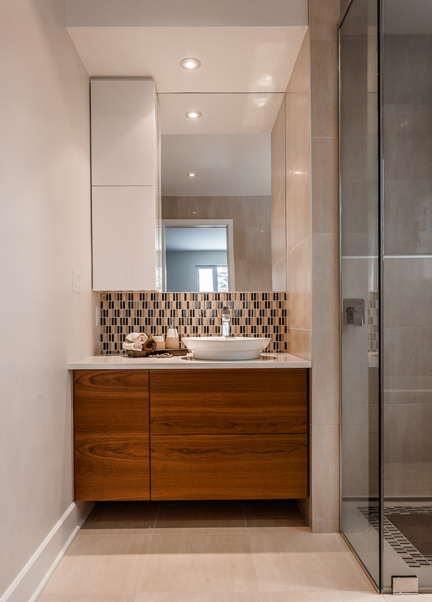 salle de bains petite et moderne armoires de salle de bain. Black Bedroom Furniture Sets. Home Design Ideas