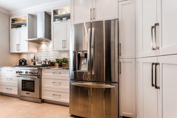 Armoire de cuisine en polyester cuisine contemporaine laval for Armoire de cuisine laval