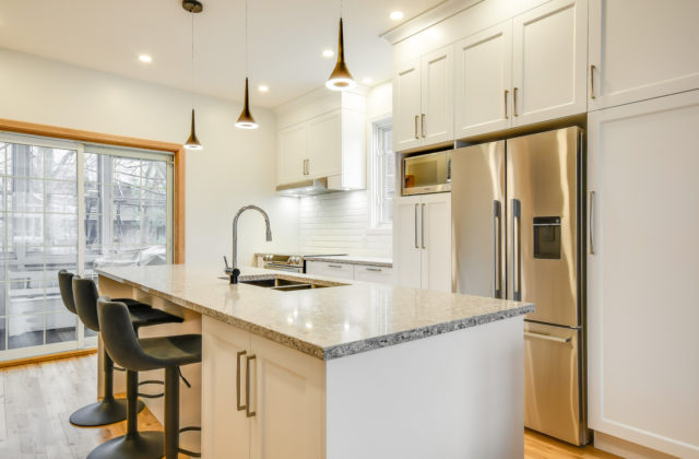 <span class='header-title'>Classic kitchen</span> Satiny