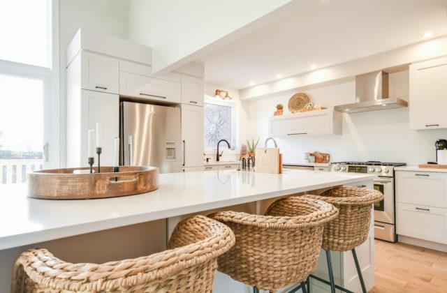Zen and elegant classic kitchen